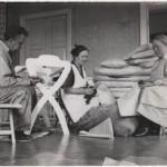 Sänkyjen ja patjojen valmistusta